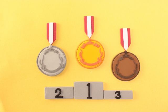 メダルと表彰台